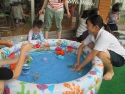 水遊び。 水風船、ぷよぷよで気持ちいい!