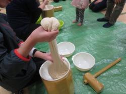 伸びてるー!! でも、これは、小麦粉粘土です。