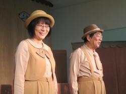 人形劇団「ののはな」のお二人による 人形劇の始まりです。