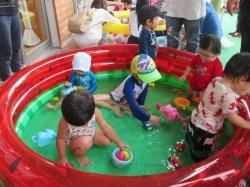 チャプチャプ水遊び☆楽しいな♪