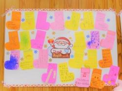 お手紙いっぱいもらって サンタさん嬉しそう!